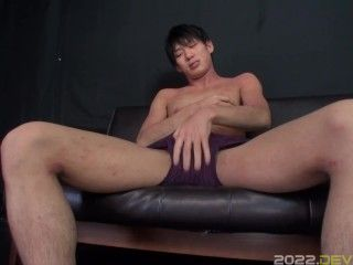 He knows how to pleasure himself with his hands and sex toys!