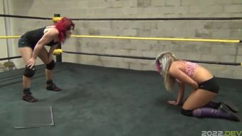 Lesbian Cuntbusting in the Ring