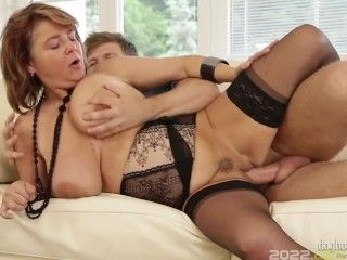 Dog House - Horny Dude Gets To Fuck Yahra's Mature Older Pussy