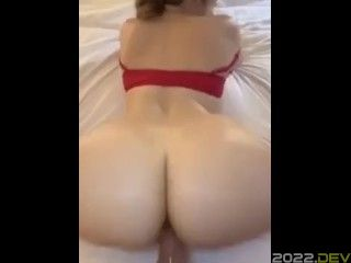 Amateur PAWG throws it back like a pro