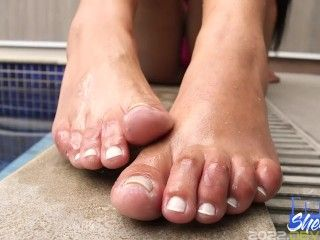 Oh such pretty shemale toes