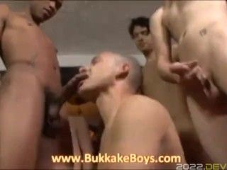 Hunk with Mohawk gives nice blowjobs