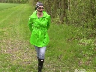 Raincoat, wellies and handcuffs, part: Jeans peeing