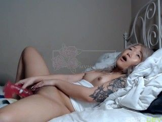 Helping Asian Stepsister take nudes